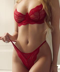 Isabelle g-streng, Rød